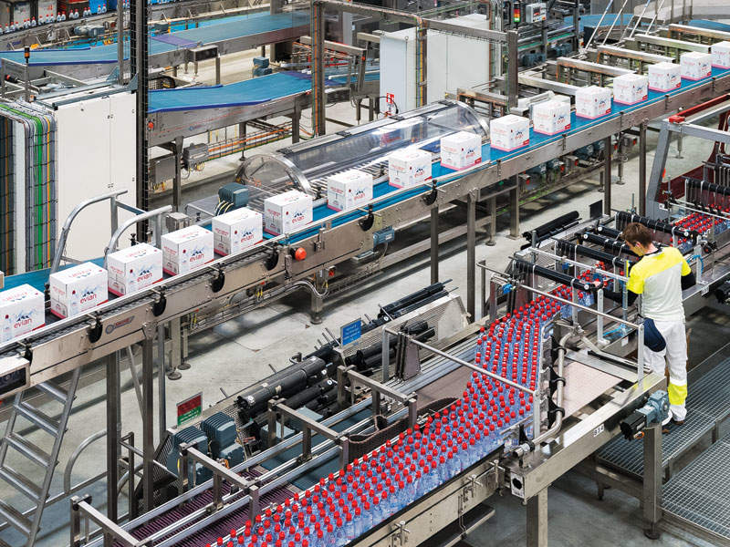 SLPA officials awarding the construction contract for the second phase of Hambantota Port to China Harbour Engineering Company.